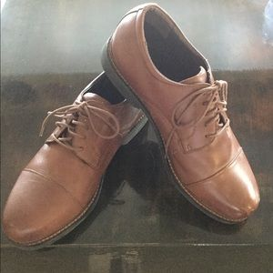 Mens Apex Leather Cap Toe Shoes